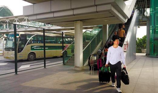 广州白云机场P4停车场开通接站车辆停放功能